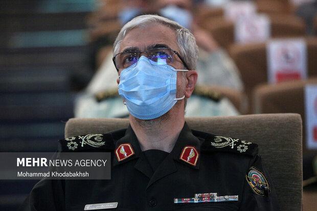 اللواء باقري يتوجه إلى إسلام آباد تلبية لدعوة رسمية من قائد الجيش الباكستاني