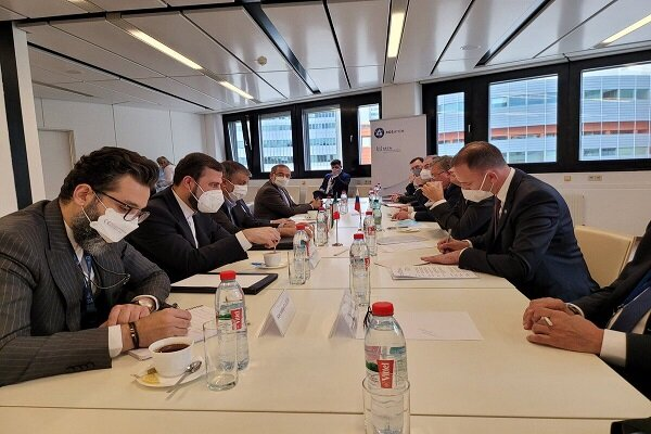 Iranian, Russian nuclear chiefs hold meeting in Vienna