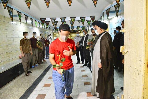 آزادی ۲۵ نفر و اعطای تسهیلات قضایی به ۶۳ نفر از زندانیان در شیراز