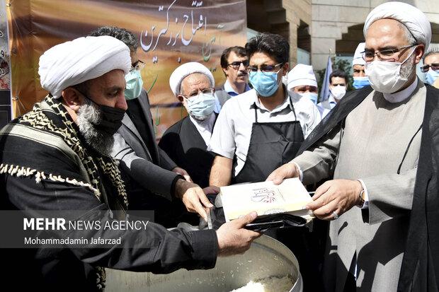 افتتاح بزرگترین موکب احسان حسینی علیه السلام به نیابت از شهدای واقعه کربلا توسط  حمیدرضا ارباب سلیمانی مشاور وزیر فرهنگ در امور فرهنگی و دینی انجام می شود