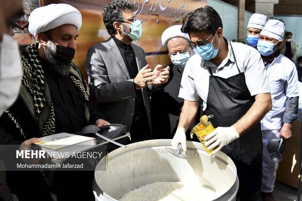مراسم افتتاح بزرگترین موکب احسان حسینی علیه السلام به نیابت از شهدای واقعه کربلا صبح امروز سه شنبه برگزار شد