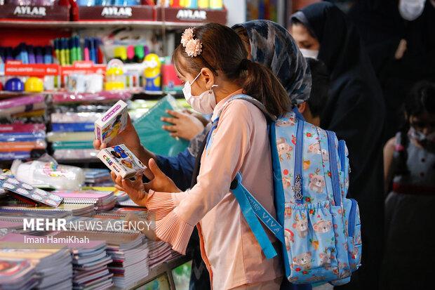 İran'da okul alışverişi heyecanı