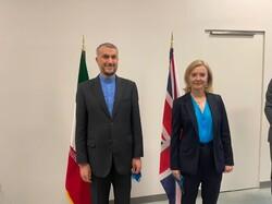 وزيرة الخارجية البريطانية تعلن استعداد بريطانيا لسداد ديونها لإيران