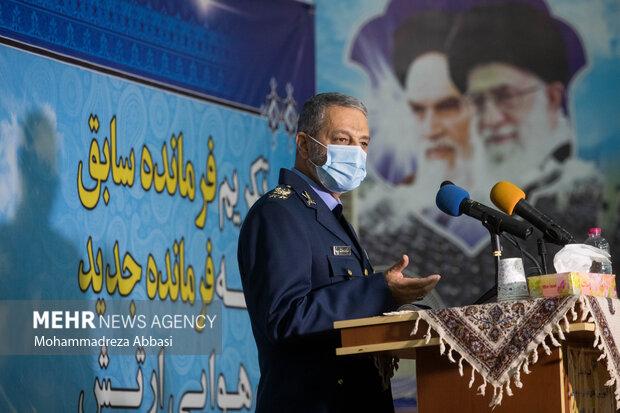 امیر سرلشگر عبدالرحیم موسوی فرمانده کل ارتش در مراسم تکریم فرمانده سابق و معارفه فرمانده جدید نیروی هوایی ارتش  سخنرانی میکند