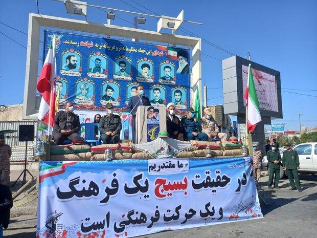 دفاع مقدس یک آزمون بزرگ برای ملت ایران بود