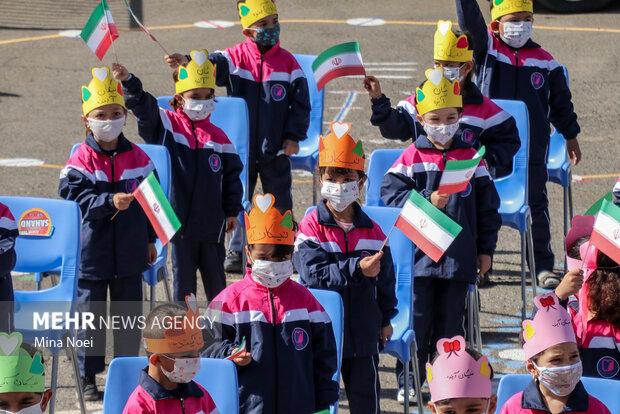 برگزاری جشن شکوفه ها و غنچه ها در دبستان ناحیه یک تبریز