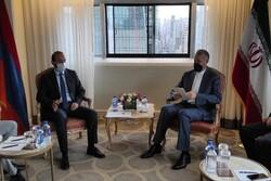 وزير الخارجية الإيراني يجري محادثات مع نظيره الأرميني
