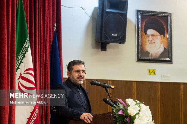 حافظ فقط شاعر نیست بخشی از هویت ملی ماست