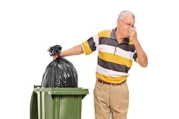 از بین بردن بوی بد سطل زباله