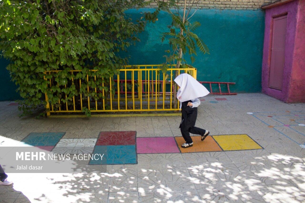 3901953 - دغدغه حضور در مدارس استان سمنان/ مردم نگرانند مسئولان مطمئن!