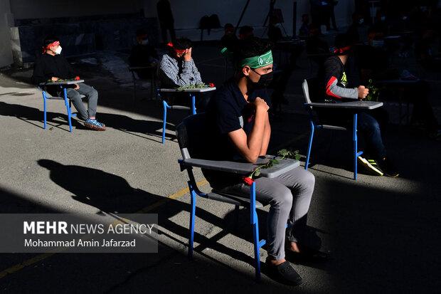 دانش آموزان هنرستان شهید مدرس در یادواره شهدای دانش آموز هنرستان شهید مدرس حضور دارند