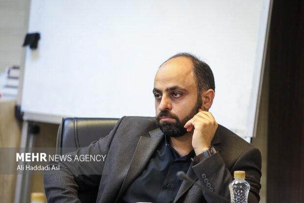 حسین طاهری سرپرست معاونت خبر خبرگزاری مهر در مراسم رونمایی کتاب پاییز آمد به نویسندگی گلستان جعفریان حضور دارد
