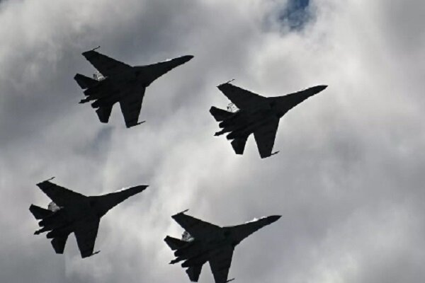 3 Su-35 jets escort US B-52 bomber out of Russian airspace