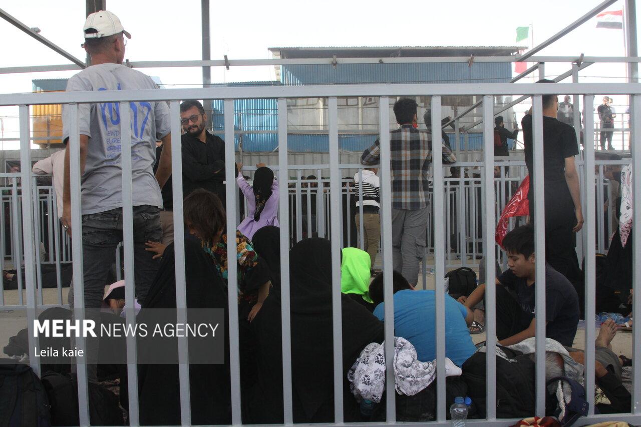 زائران در انتظار بازگشایی مرز مهران