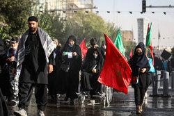 اربعین حسینی کے موقع پر حسینی عزاداروں کا پیدل مارچ