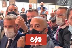 پرتاب تخم مرغ به سمت مکرون رئیس جمهور فرانسه