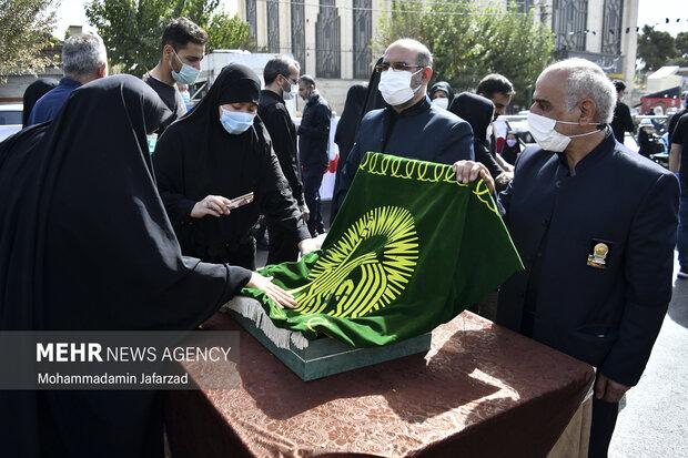 حضور خادمان آستان قدس رضوی در مسیر راهپیمایی جامندگان اربعین حسینی (ع)  حضور دارند
