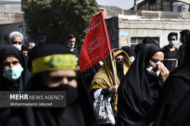 مراسم راهپیمایی جاماندگان اربعین حسینی (ع) با حضور مردم صبح دوشنبه ۵ شهریور ۱۴۰۰ از میدان امام حسین (ع) به سمت حرم عبدالعظیم حسنی (ع) برگزار شد