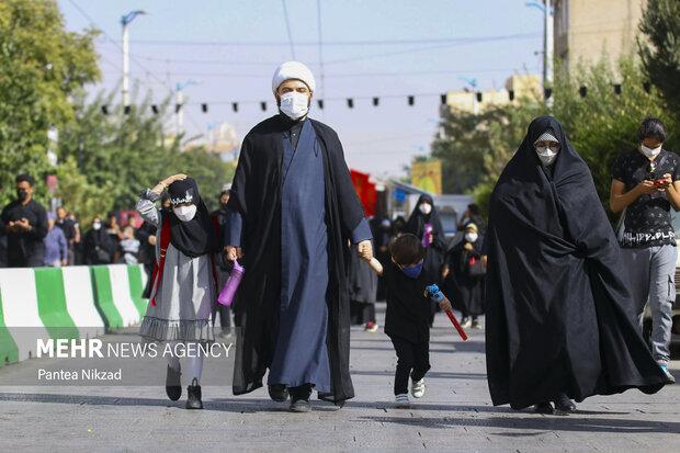 حجت الاسلام قمی به همراه خانواده در مراسم پیاده روی جاماندگان اربعیمن حسینی شرکت کرد