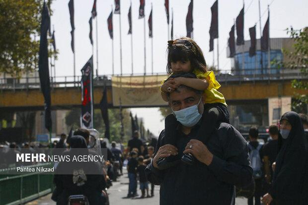 مراسم راهپیمایی جاماندگان اربعین حسینی با حضور خانوادگی عزاداران حسینی در تهران برگزار شد