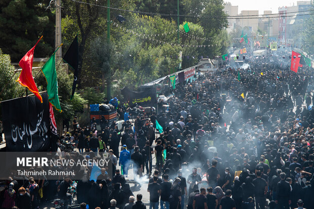 مراسم راهپیمایی جا ماندگان اربعین حسینی (ع) صبح امروز دوشنبه از میدان امام حین (ع) به سمت حرم عبدالعظیم حسنی (ع) برگزار شد