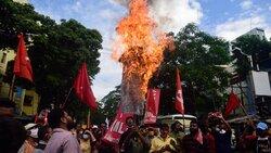 Hintli çiftçiler hükümet reformuna karşı sokaklara indi