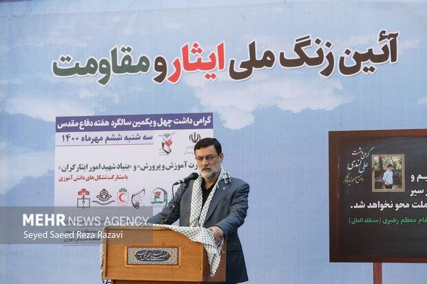 امیرحسن قاضی زاده هاشمی رئیس بنیاد شهید و امور ایثارگران در مراسم زنگ ملی ایثار و مقاومت درحال سخنرانی است