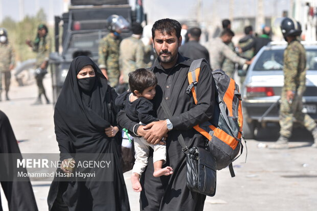 ورود زائران اربعین از مرز شلمچه به کشور