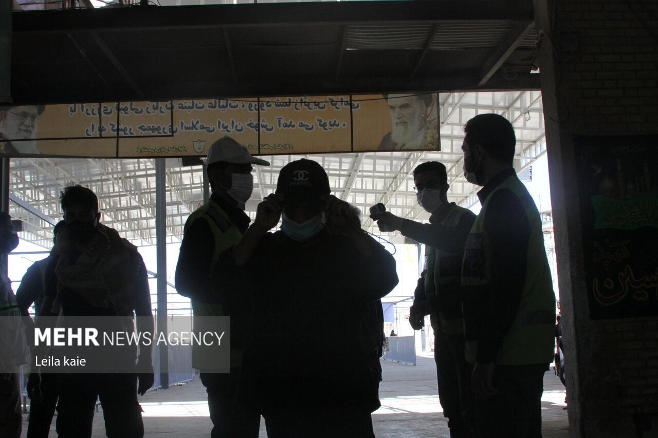 ورود زائران اربعین به کشور از مرز مهران در شامگاه سهشنبه