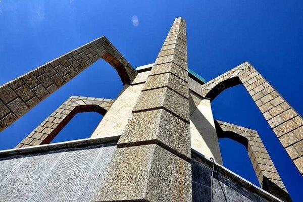 """İran'ın medeniyet başkenti Hemedan'daki """"Baba Tahir Türbesi"""""""