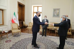 Iran FM receives credentials of envoys from six countries