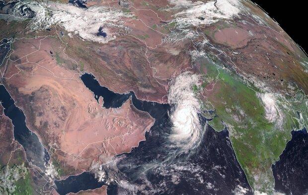 3908574 - بلوچستان و هرمزگان زیر سایه طوفان/ «شاهین» بر فراز عمان بال گشود