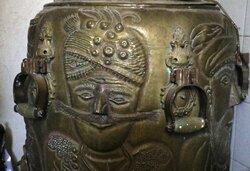 Engraving Iran's history on body of samovar