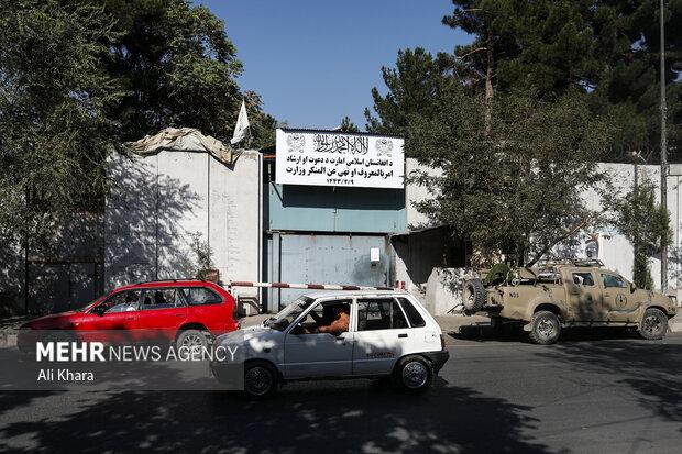 نمايى از درب ورودى وزارت زنان كه توسط طالبان به وزارت امر به معروف و نهى از منكر تغيير كرده است