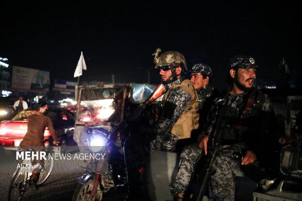 نيروهاى طالبان در حال گشت زنى شبانه در خيابان هاى كابل هستند