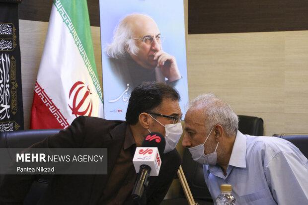 ابراهیم متقی استاد علوم سیاسی دانشگاه تهران در مراسم یادبود مرحوم دکتر ابومحد عسگرخوانی حضور دارد