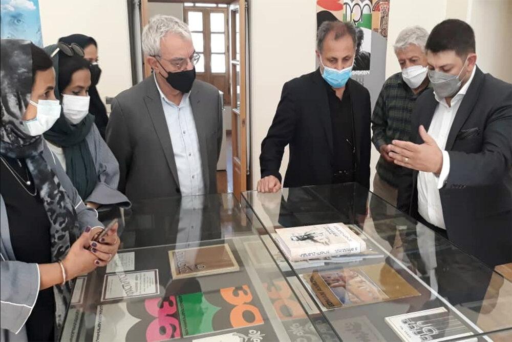 افتتاح نمایشگاه گروهی پوستر «ساده رنگی» به یاد سرژ آواکیان