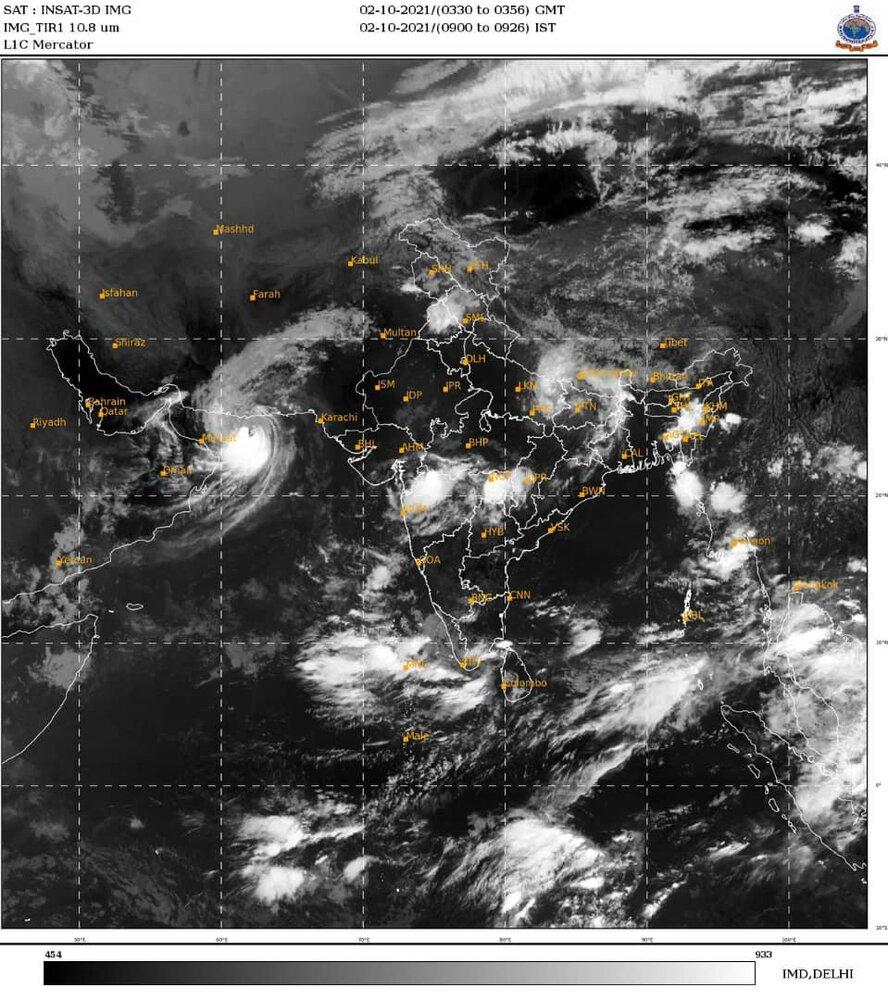 3909377 - بلوچستان و هرمزگان زیر سایه طوفان/ «شاهین» بر فراز عمان بال گشود