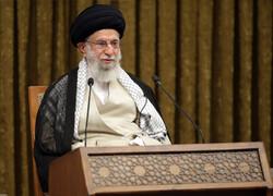 قائد الثورة الإسلامية يستقبل ضيوف مؤتمر الوحدة الإسلامية