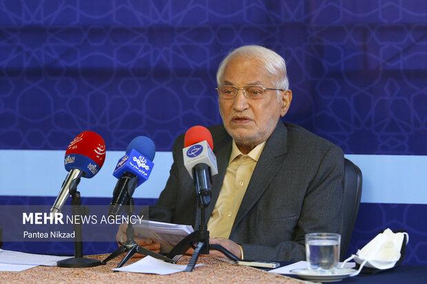 اسدالله جولایی رئیس هیأت امناء ستاد دیه کشور در حال پاسخ گویی به پرسش خبرنگاران است