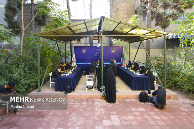 نشست خبری رئیس هیات امناء ستاد دیه کشور با حضور اصحاب رسانه در ساختمان این ستاد برگزار شد