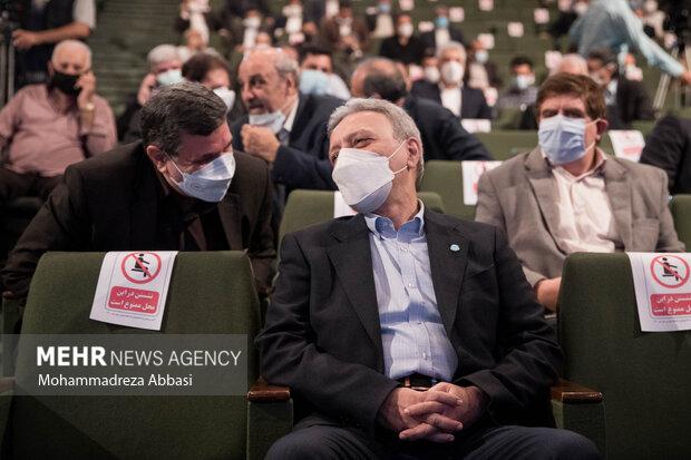 محمود نیلی احمدآبادی رئیس سابق دانشگاه تهران در مراسم تودیع و معارفه رئیس دانشگاه تهران در تالار علامه امینی حضور دارد