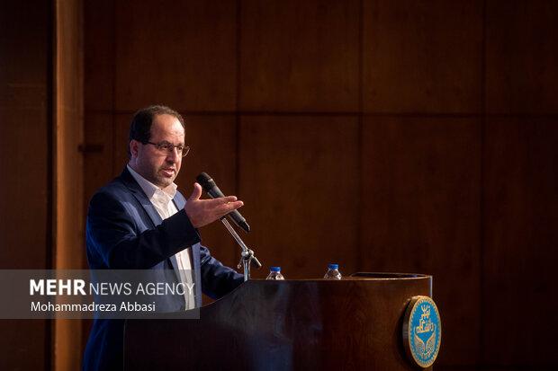 سید محمد مقیمی سرپرست جدید  دانشگاه در حال سخنرانی و ارائه برنامه های خود در دوره جدید مدیریت دانشگاه تهران است
