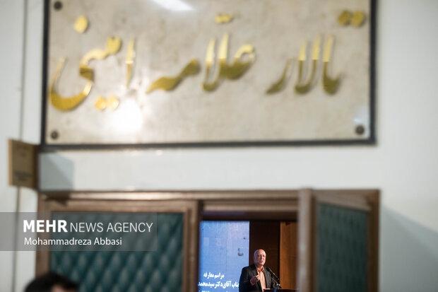 محمد علی زلفی گل وزیر علوم ، تحقیقات و فناوری در حال سخنرانی در مراسم تودیع و معارفه رئیس دانشگاه تهران است