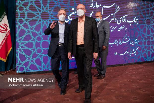 محمد علی زلفی گل وزیر علوم ، تحقیقات و فناوری در حال گفتگو با محمود نیلی احمدآبادی رئیس سابق دانشگاه تهران در انتهای مراسم تودیع و معارفه رئیس دانشگاه تهران است