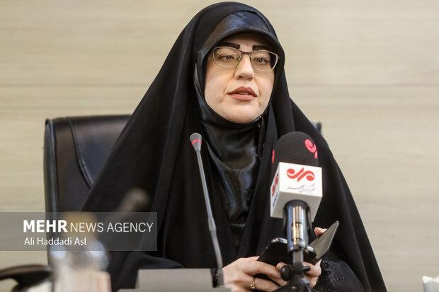 فاطمه نانیزاد از شاعران آئینی در برنامه سوگواره مهر به خوانش شعرهایش پرداخت