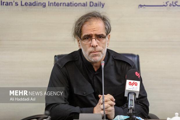 علی داوودی از شاعران شعر آئینی در برنامه سوگواره مهر به خوانش شعرهایش پرداخت