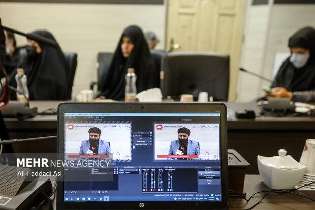محفل شعر و شعرخوانی سوگواره مهر در سالن جلسات برگزار و یه صورت آنلاین از خبرگزاری مهر پخش شد