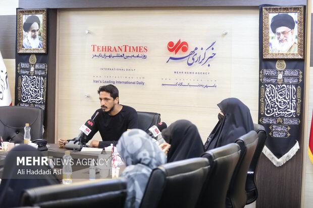 حسین صیامی از شاعران معاصر در برنامه سوگواره مهر به خوانش شعرهایش پرداخت