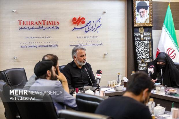 رضا خوش طینت در برنامه سوگواره مهر به خوانش شعرهایش پرداخت